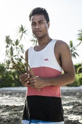Mann mit Mangroven